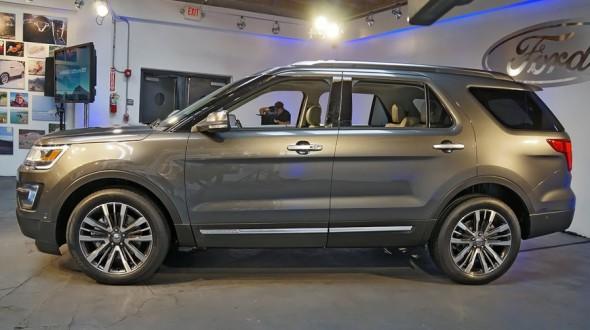 у представленного автомобиля заметно изменился дизайн дисков колес легкосплавного типа размерностью 20 дюймов